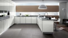 Kitchen with high gloss doors